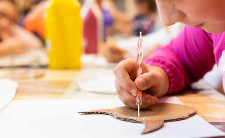 Umelecký krúžok pre rozvoj praktických zručností dievčat od 8 - 15 rokov.