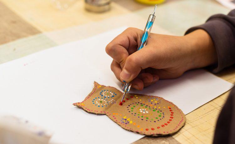 Tvorenie z rôznych materiálov pre deti od 8 do 15 rokov.